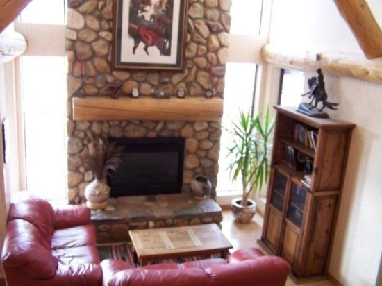Steamboat Mountain Lodge: fireplace