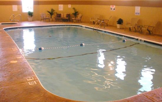 Barrington Hotel & Suites: Pool