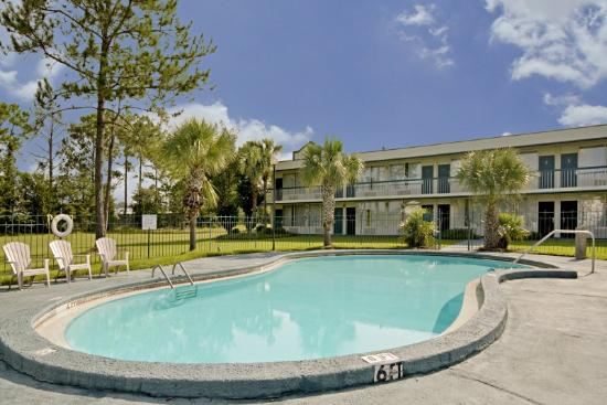 Americas Best Value Inn Marianna: Pool