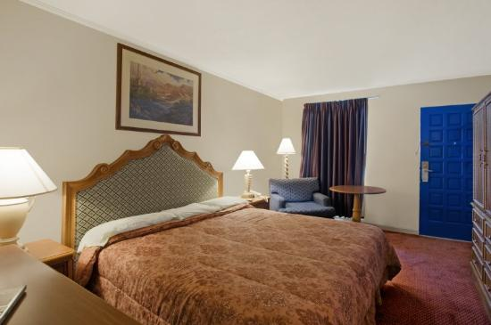 Americas Best Value Inn Terrell: King Standard 2