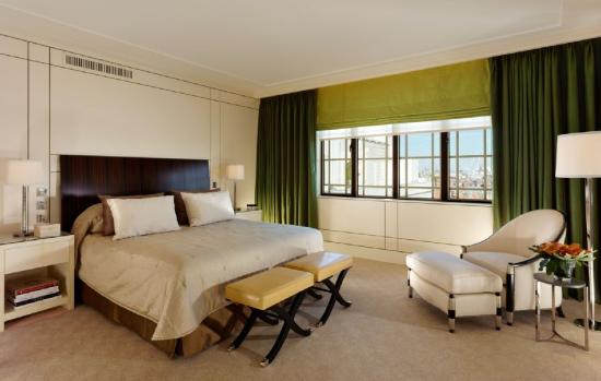 The Dorchester: Harlequin Suite master bedroom