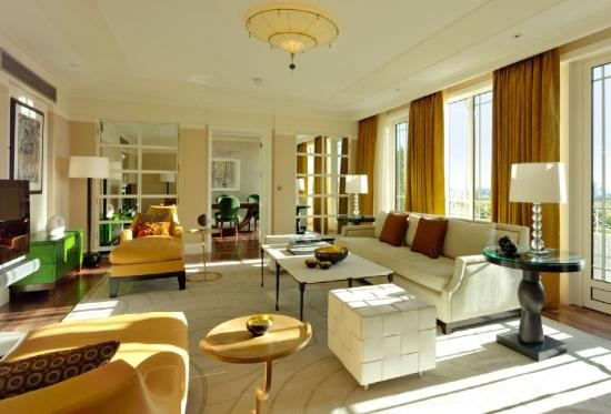 The Dorchester: Harlequin Suite Sitting Room