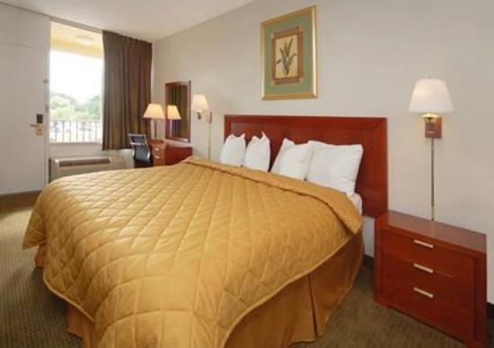 Quality Inn Airport: Guest Room (OpenTravel Alliance - Guest room)