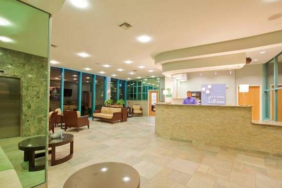 Holiday Inn Express Pensacola Beach: Spacious Gulffront Lobby