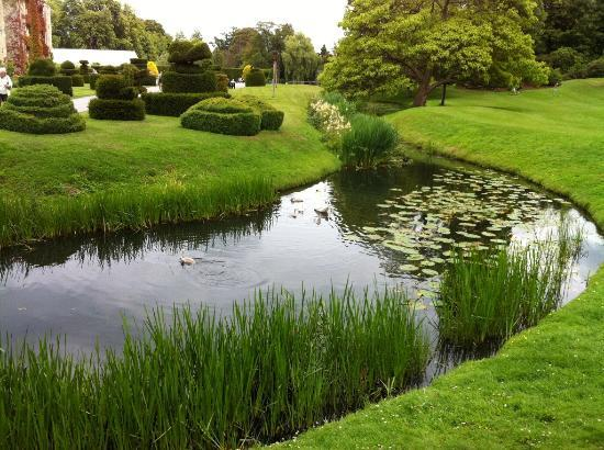 Marvellous pond and garden picture of hever castle for Garden pond kent