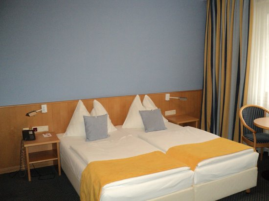 Hotel Capri: double bed