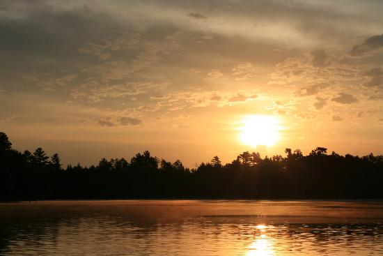 Holiday Acres Resort: Sunrise over Lake Thompson on Holiday Acres.