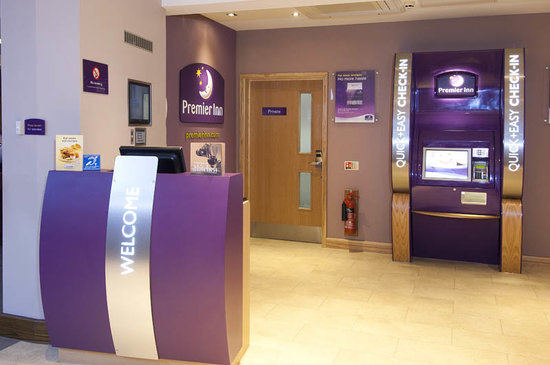 Premier Inn Kidderminster: Reception