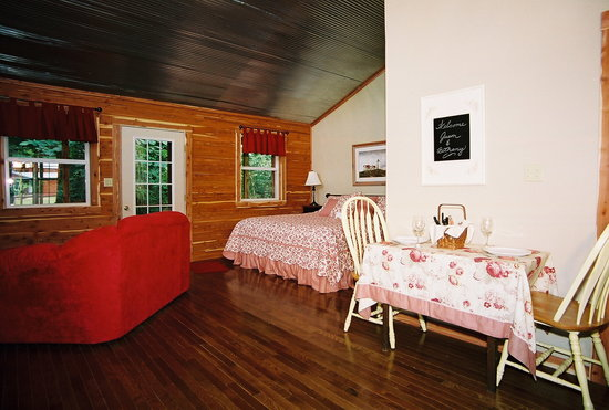 Riverside Retreat On The White River: The Woodcreek cabin ~ made for two!