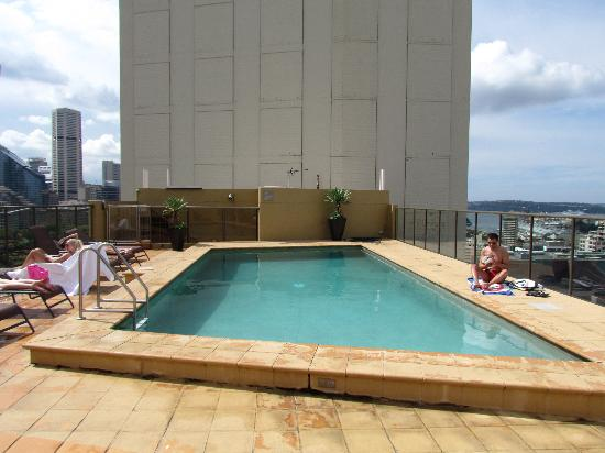 Rooftop swimming pool picture of oaks hyde park plaza for Garden oaks pool