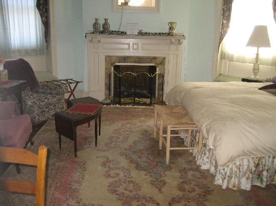 Castle Bed & Breakfast: round room