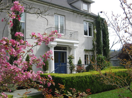 Chateau de Vie Bed and Breakfast: Spring at CDV
