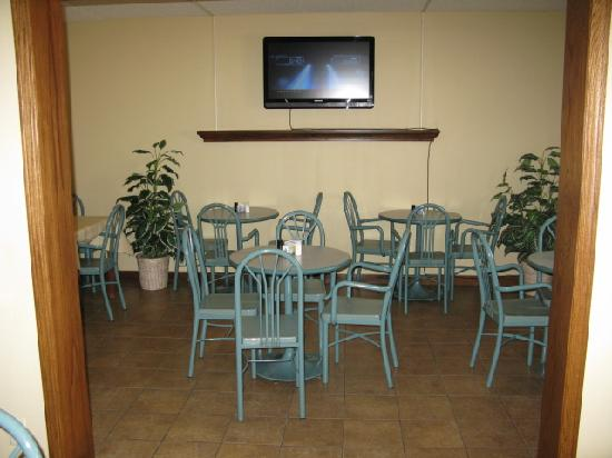 Wichita Inn North: Breakfast area