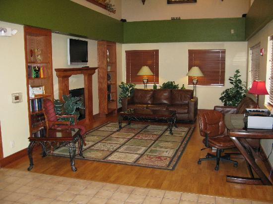 Wichita Inn North: Lobby and Business Center