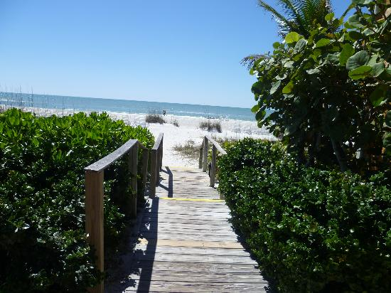 Silver Sands Gulf Beach Resort: Path to the Beach