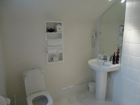 FYFFE on Riccarton Motor Lodge: Huge spacious bathroom