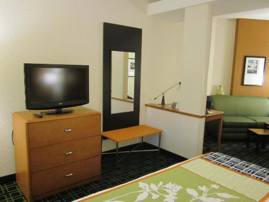 Fairfield Inn & Suites Venice: one of 2 HDTVs
