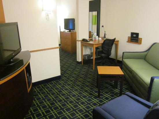 Fairfield Inn & Suites Venice: our living room area