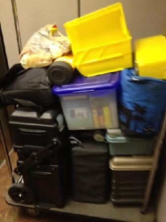 Sleep Inn & Suites: elevator and carts to bring all your stuff!!!