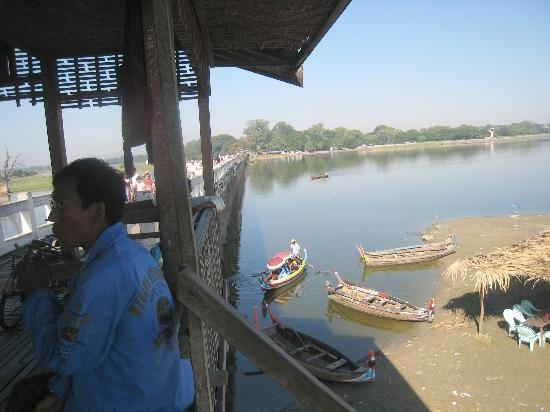 U Bein Bridge: Looking back from the rest 'hut' towards to Amarapura end