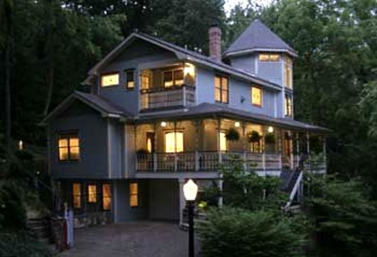 Arsenic and Old Lace Bed and Breakfast Inn: Welcome to your Home away from home