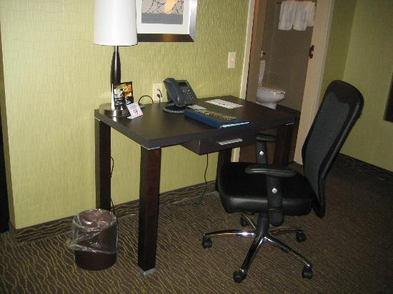 Riverwind Hotel: Desk