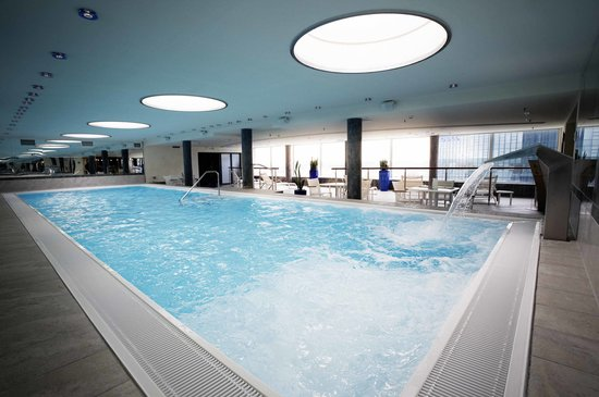 Steigenberger Airport Hotel: Indoor pool