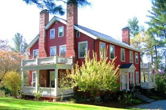 ‪‪Applewood Manor Inn Bed & Breakfast‬: Smell the Flowers‬