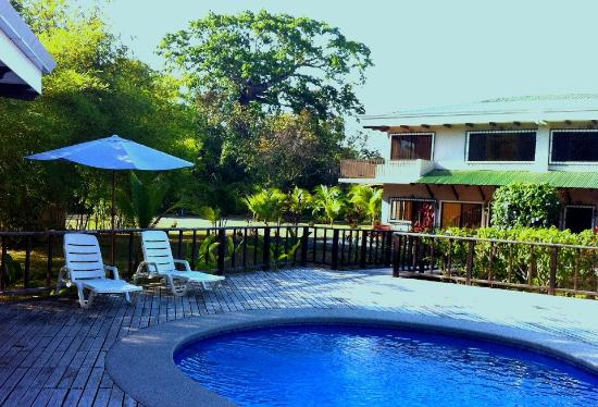 Villas Tranquilas: View of the pool from the covered central patio