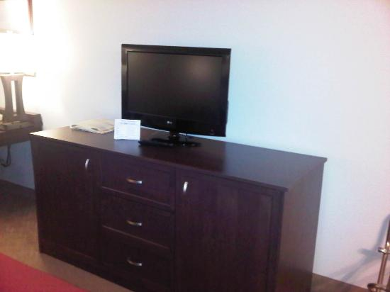 Country Inn & Suites By Carlson, Calgary Airport: Big flat screen tv