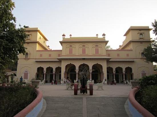 Narain Niwas Palace: Grand entrance