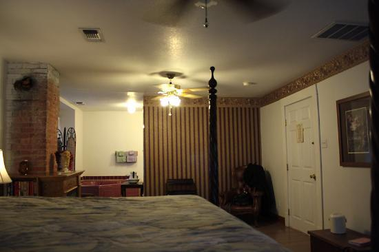 The Heritage Inns: Another view of the room