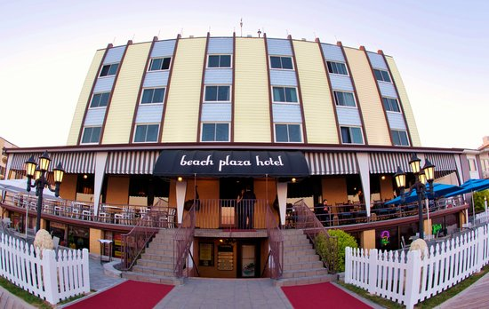 Beach Plaza Hotel: Beachfront on the Boardwalk