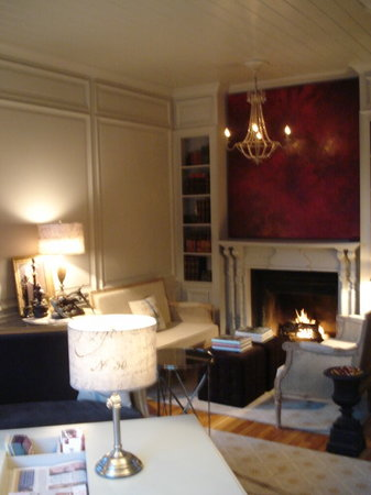 Cecile's House: living room for guest