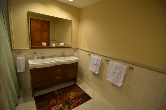 Coconut Lodge: Casa Bambu - double sinks for your comfort