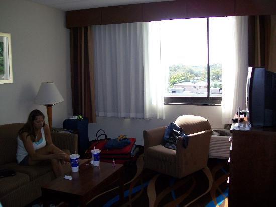 Comfort Suites Airport & Cruise Port: room