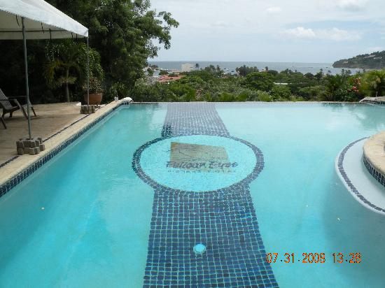 Pelican Eyes Resort and Spa: Lower Infinity Pool