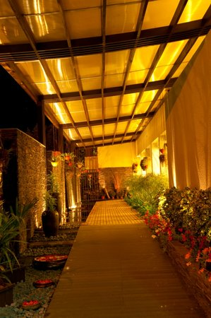 Royal Orchid Beach Resort & Spa, Goa: Royal Orchid Entrance
