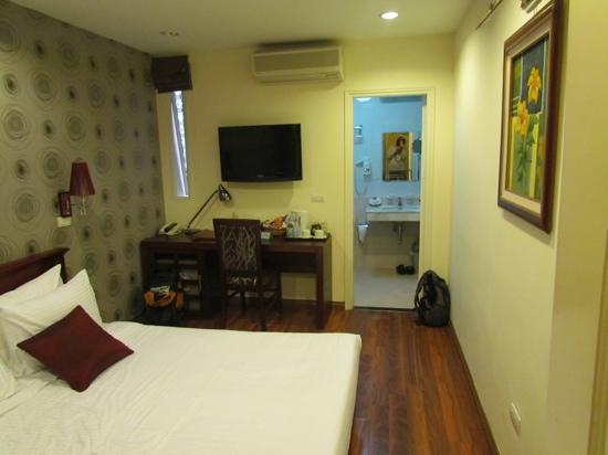 Art Hotel Hanoi: example of quite room, there are also others with bigger windows if prefered