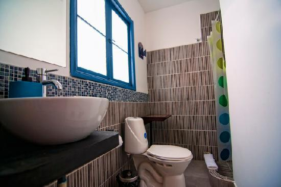 Casa Nuestra Peru B&B: Private Bathroom