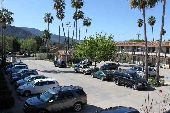 Casa Ojai Inn: View from outside room