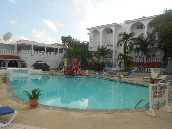 ‪‪Franklyn D Resort & Spa‬: Pool at early morning‬