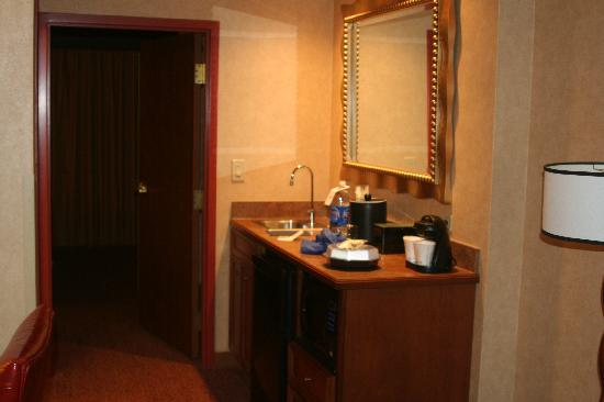 Embassy Suites by Hilton Dallas Frisco Hotel Convention Center & Spa: Fridge, microwave, etc