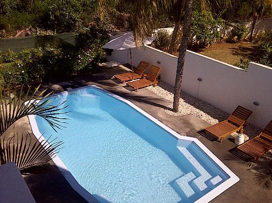 Villa Osumare Guest House : It has a small pool.