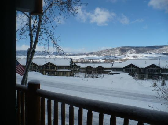 The Inn at Steamboat: Sunny view from Inn
