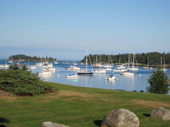 East Wind Inn and Meeting House : View of the harbor