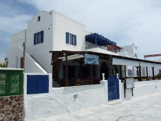 Stelios Rooms: The house (the 2 blue balconies are caldera view)