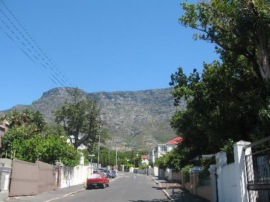 Cactusberry Lodge: Breda Street mit Blick Richtung Tafelberg