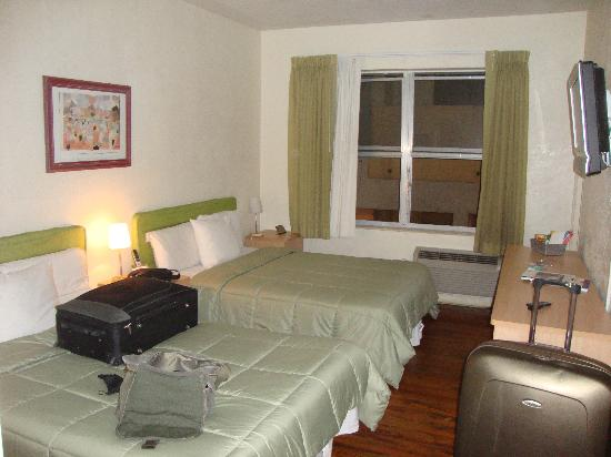 Beachcomber Hotel: Room