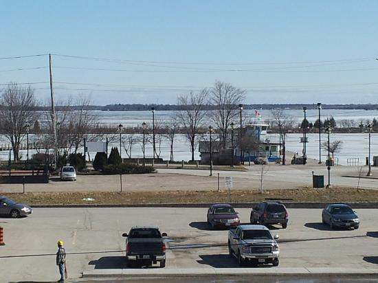 Quality Hotel Champlain Waterfront: Lake View from Parking Lot